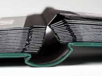 système de double articulation pour album de timbres à feuilles fixes